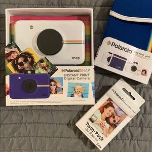 Polaroid Snap instant camera + case & film bundle